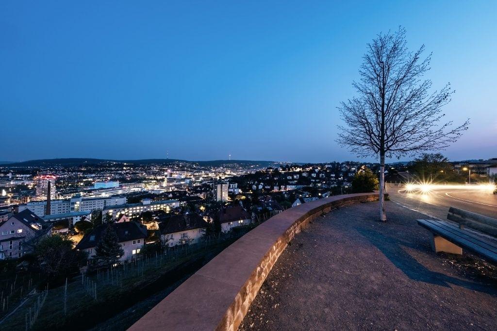 Die Aussicht auf Stuttgart von der Aussichtsplattform Birkenwaldstraße aus ist beeindruckend